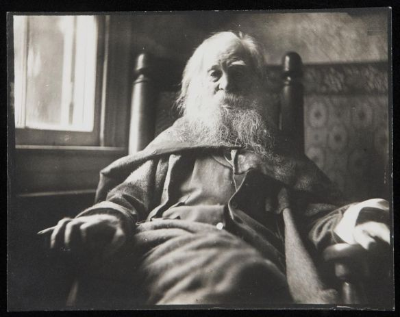 Portrait_of_Walt_Whitman_by_Samuel_Murray_photograph_1891 (1)